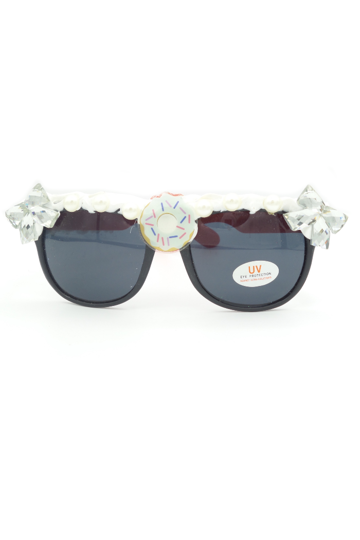 Double crystal bows on sunglasses