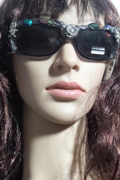 custom skull sunnies on face